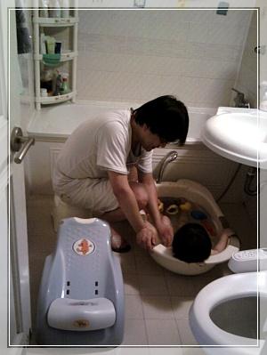 목욕하는 민지.jpg