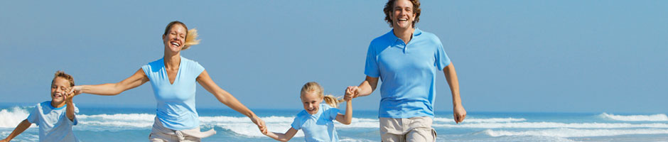 940x200-family-running-on-a-beach-78291746.jpg