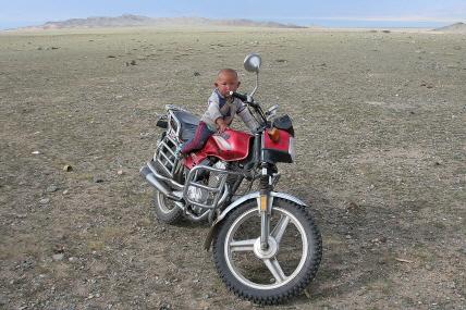 오토바이를 탄 아이.JPG