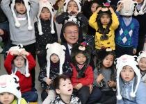 어린이집 찾은 문 대통령, 국공립 유치원·어린이집 확충 약속