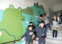 학교에 새 색깔 입히자 아이들 얼굴이 환해졌어요