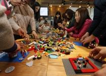 레고로 상상하는 20년 뒤 '미래 가족'